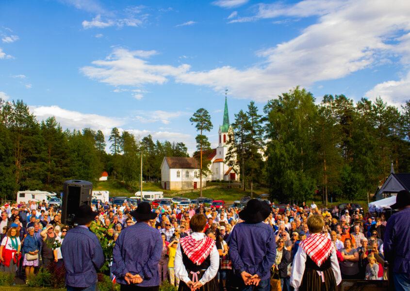 Regjeringen skuer ut over folkemassen/Audun Kirkholt Frantzen